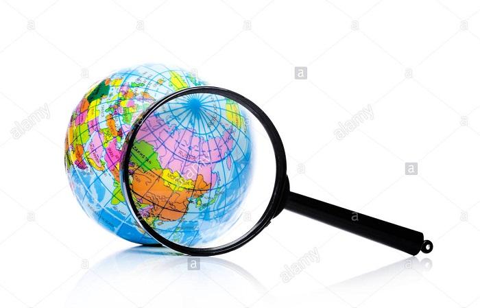 Sous le Zoom:  Sous le zoom est une rubrique principale dans le magazine plumes économiques.